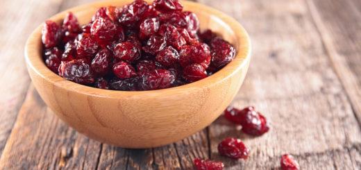 Comment obtient-on les canneberges séchées? La canneberge est un fruit provenant de l'Amérique du nord. Baie rouge sauvage qui pousse normalement dans les régions froides, elle est toutefois cultivée de par le monde. Afin de la conserver, elle est sucrée puis séchée. Maigrir rapidement est tout à fait possible, surtout si vous associez les bons fruits. Grâce à eux, plus besoin de régime sportif. Les aliments suffiront amplement à vous faire perdre du poids. D'ailleurs, cette manière de procéder est sans danger pour votre organisme.